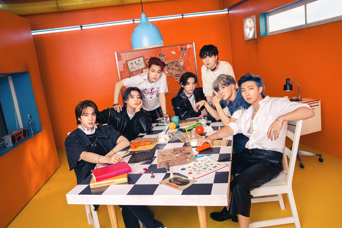 방탄소년단_싱글 CD Butter_콘셉트 포토_단체.jpg